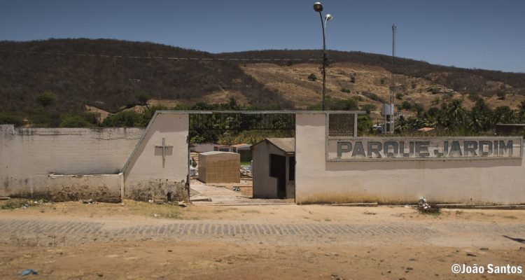 Cemitérios de Solidão recebem melhorias para o Dia de Finados