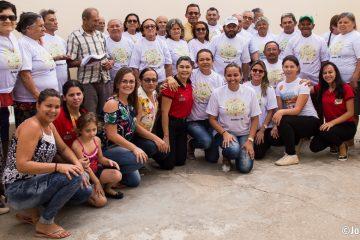 Prefeitura de Solidão realiza entrega do fardamento aos idosos do Projeto SCFV
