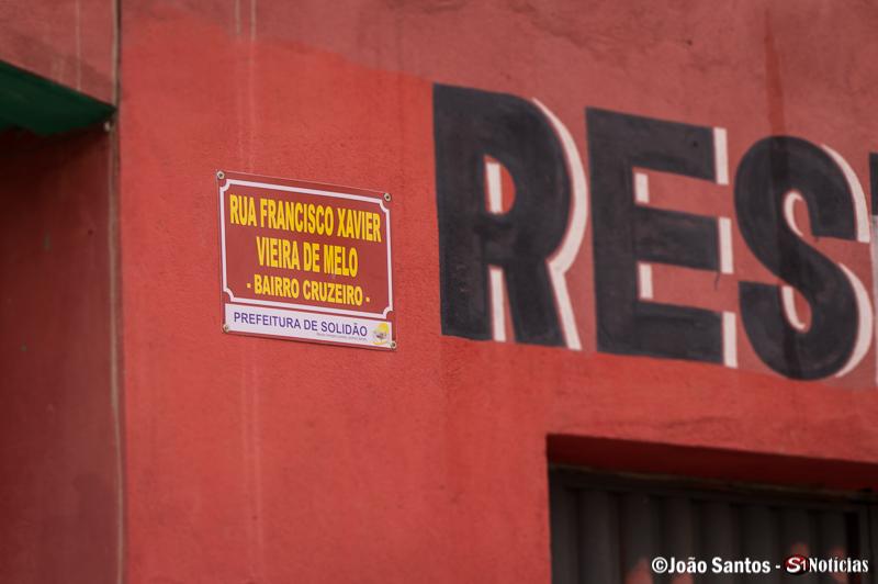 Nova placa na Rua Francisco de Xavier Vieira de Melo