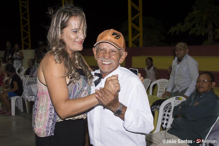 A felicidade podia ser notada na face dos convidados durante o baile