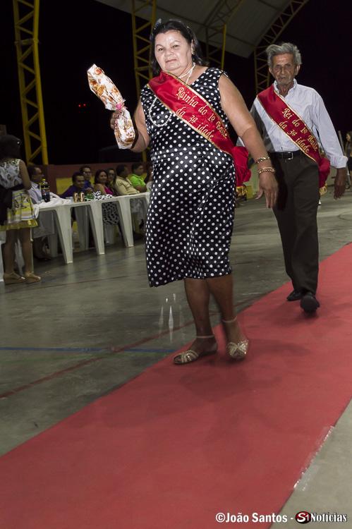 Vencedores João Morais e Maria desfilando