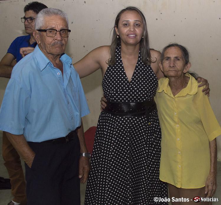 Sec. de Assistência Social Silvia, fez questão de registrar um dos casais mais queridos participantes do SCFV