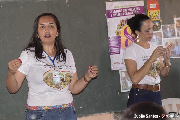 Coordenadora Regional da Secretaria da Mulher de Recife palestrando no encontro