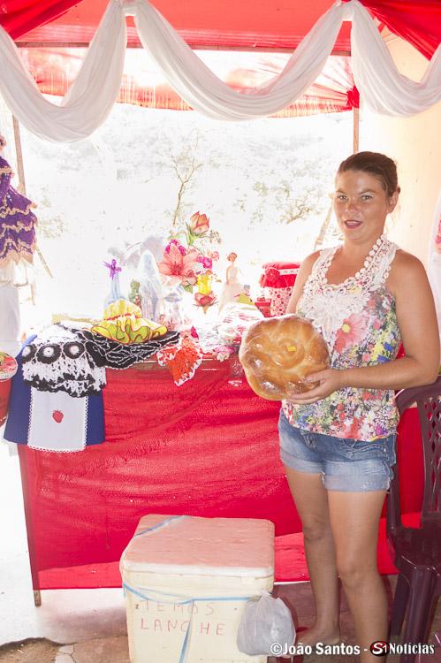 Associada expõe pães produzidos por ela mesma
