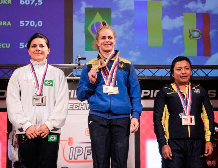 Cícera Tavares no pódio após a competição em Pilsen na República Checa – Foto: IPF/ S1 Notícias