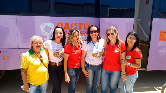 Equipe com a presidente da comunidade de Macambira – Foto: Divulgação