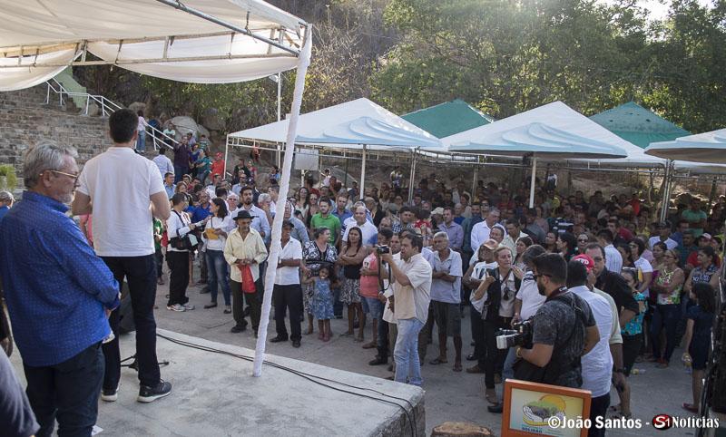 População de Solidão ouvindo as falas das autoridades