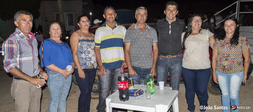 Zé Raimundo, presidente do Sindicato dos Trabalhadores Rurais de Solidão junto com amigos