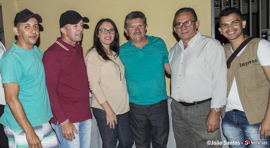 Tony Medeiros, Girleno Veras (Locutores), Lindinalva Almeida (Professora) e seu esposo Valdir, Prefeito Djalma Alves e João Santos (Reporte fotográfico)