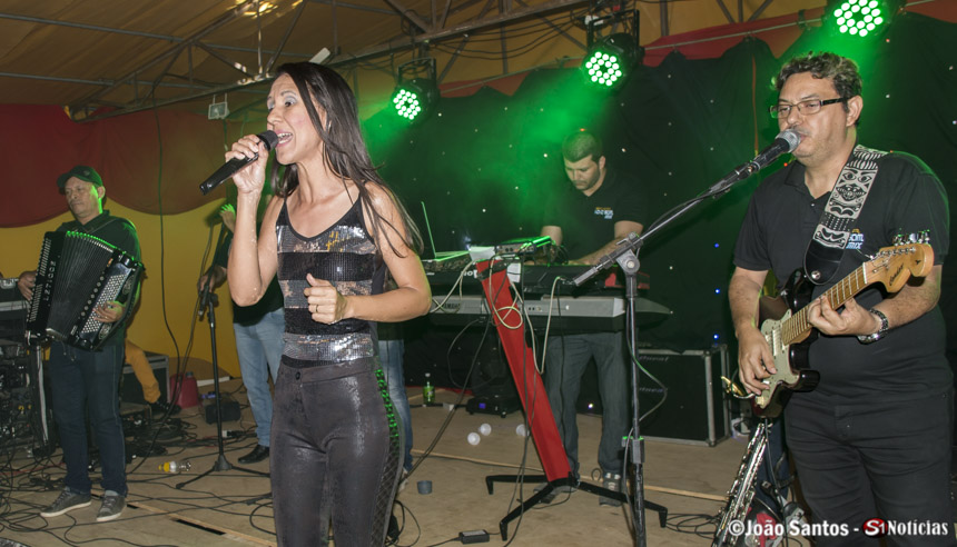 Performance da manda Banda Novo Som Mix na Festa do Povoado São Francisco