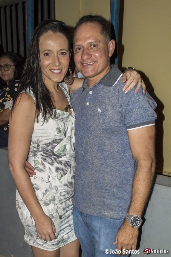 Secretaria de Finanças de Solidão Elizete de Souza e seu esposo