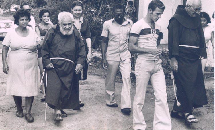 Frei Damião já é considerado popularmente o primeiro santo nordestino – Foto: Arquivo/DP