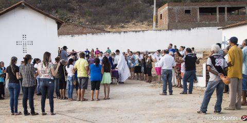 Padre surpreende população no Dia de Finados em Solidão