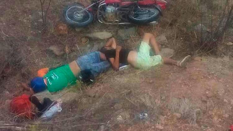 Vítimas no local do acidente – Imagem enviadas pelo WhatsApp – Foto: Reprodução