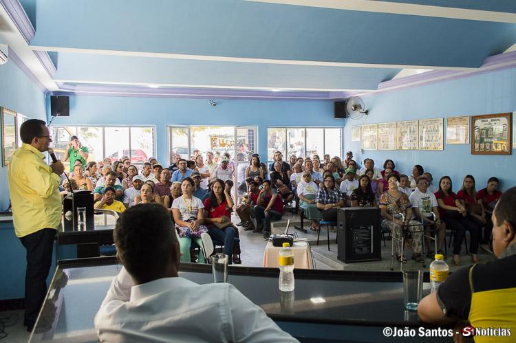 Prefeito Djalma Alves durante explanação sobre adequação do código tributário