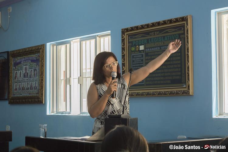 Dr. Lauadiceia Rocha durante a explanação sobre adequação do código tributário