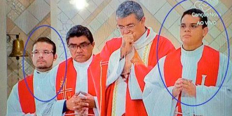 Os dois homens são ex-coroinhas da Diocese de Caruaru - Foto: Reprodução