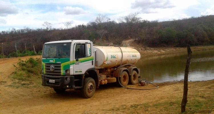 Prefeitura de Solidão auxilia mais 150 famílias que sofrem com a seca