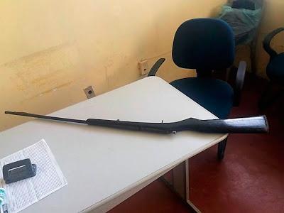 Arma do acusado apreendida – Foto: Reprodução