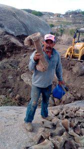 Suposto fóssil pré-histórico encontrado em Itapetim - Foto:Douglas Nunes