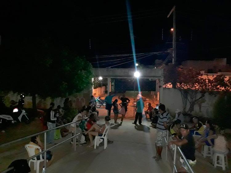 Pais na fila para matricular filhos na escola Dom Mota – Foto: Reprodução
