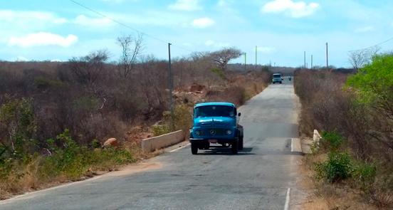 Primeira ponte que corta o Rio Pajeú – Foto: Pajeú On-line