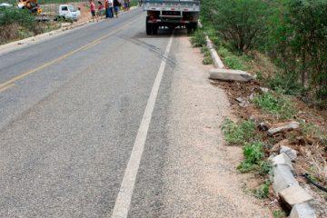 Após a colisão o caminhão ficou atravessado na pista – Imagem ilustrativa – Foto: Reprodução