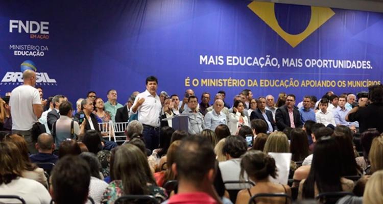 Prefeito Djalma Alves participa do lançamento do FNDE em Ação realizado em Gravatá