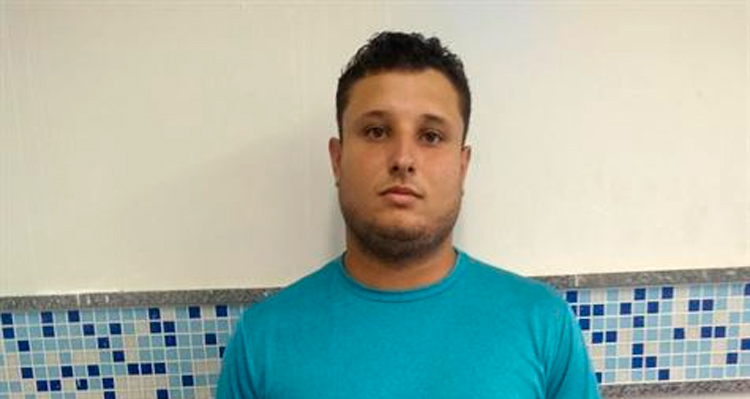 Danilo Farias, de 22 anos, mantinha contato, no Facebook, com meninas de idades entre 9 e 12 anos – Foto: Reprodução