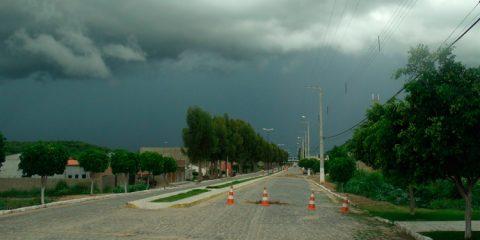 Vídeo: Volta a chove forte em Solidão