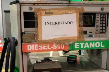 Posto interditado pelo Procon por cobrar preço abusivo pelo litro da gasolina - Foto: Divulgação