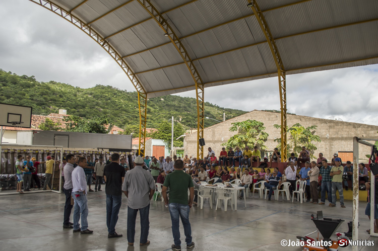 CECOR entregam forrageiras e roçadeiras a agricultores de Solidão