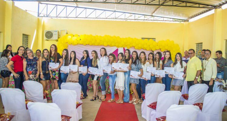 Conclusão do curso de manicure na Esc. Antônio Gomes