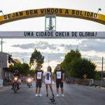 Os modelos Renato Nascimento, Pedrina Lorrany e Júlio Cezar em ensaio de lançamento da nova linha Allce – Foto: João Santos/ S1 Notícias