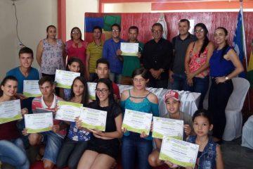 Entrega de certificados curso de informática – Foto: Reprodução