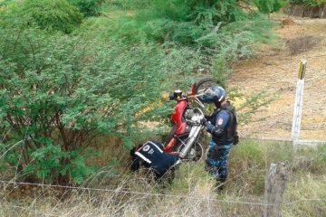 Colisão entre carro e moto deixa mulher ferida em Solidão
