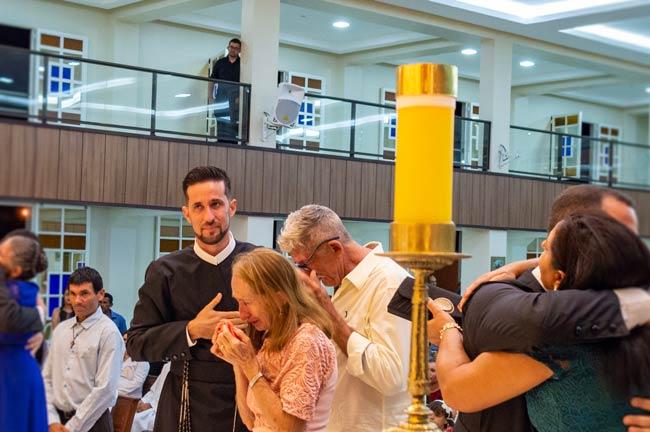 O Frater Alosman com os seus Pais –Foto/JoãoSantos