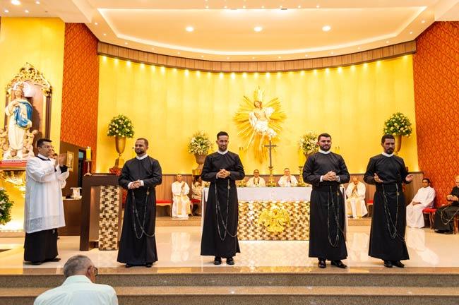 Adriano Silva, Almir Rogério, Manoel Messias e Alosman Aguiar fizeram seus votos religiosos –Foto/JoãoSantos