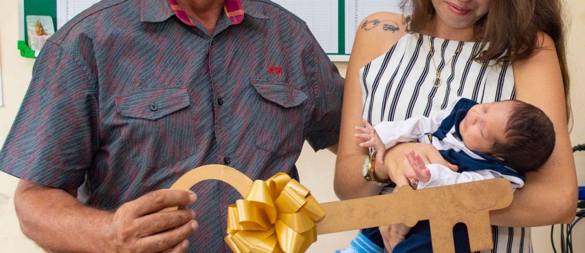 Bebê-prefeito de Solidão recebe a chave da cidade – Foto: João Santos