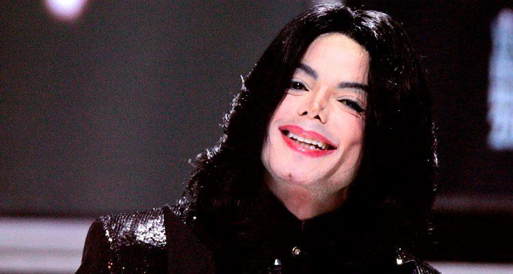 Corpo de Michael Jackson pode ser exumado após acusações de abuso sexualCorpo de Michael Jackson pode ser exumado após acusações de abuso sexual