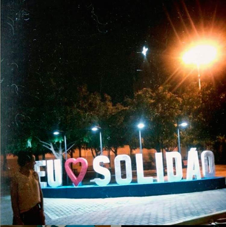 Solidanenses demonstram a satisfação do novo letreiro– Foto/Reprodução/Facebook/Instagram
