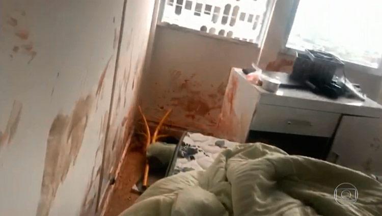 Apartamento ficou cheio de sangue e revirado após as agressões - Foto: Reprodução/TV Globo