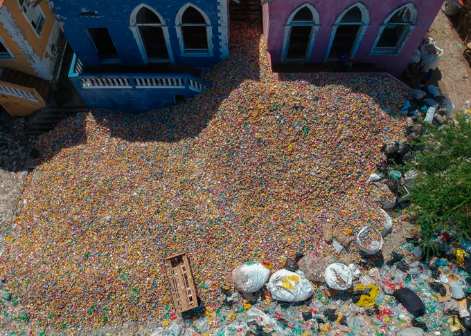 Foram 53 toneladas de alumínio, papelão e plástico foi recolhido das ladeiras do Sítio Histórico de Olinda. Os catadores conseguiram lucrar uma média de R$ 500.