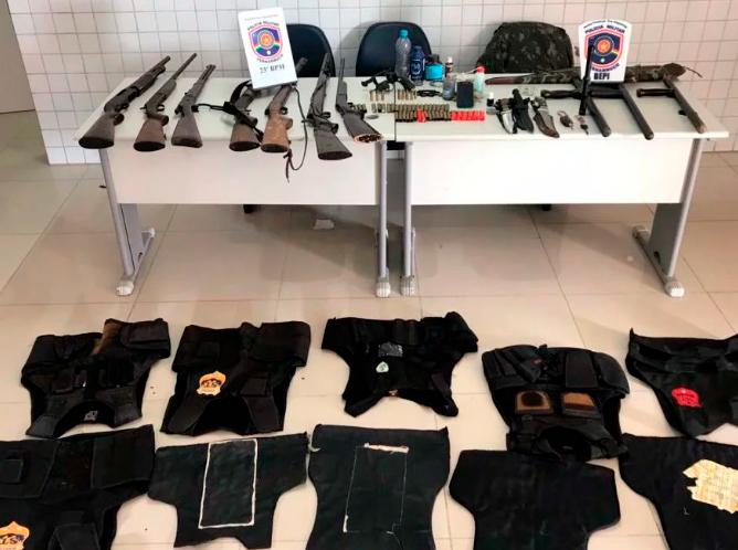 A quadrilha presa em Iguaracy, estava envolvida em homicídios e segurança clandestina - Foto: PMPE/Divulgação