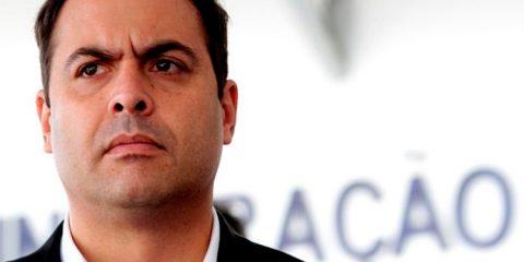 Paulo Câmara sanciona lei que retira posse de arma para agressores de mulheres
