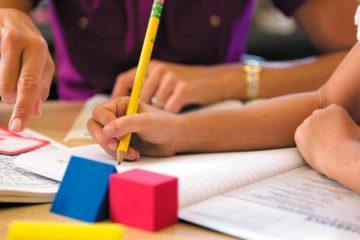 Presidente assina projeto de lei que pretende regulamentar a educação domiciliar no Brasil