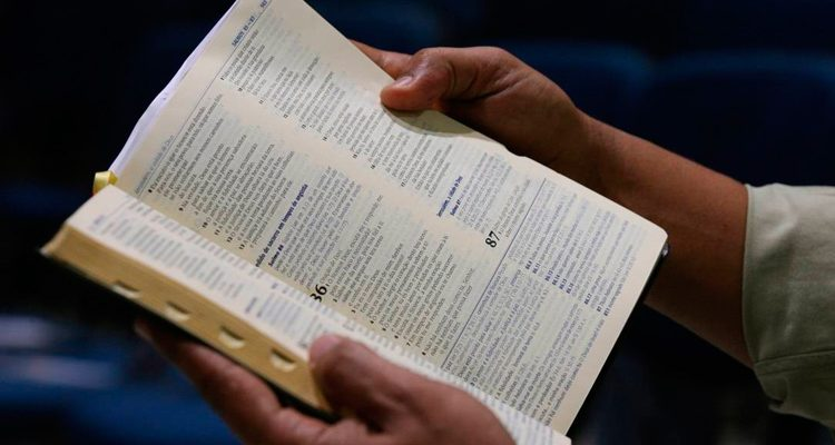Pastor mata outro pastor durante briga por causa da bíblia