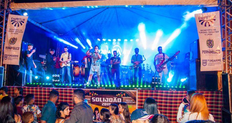 Cezinha atrevido e Banda Feitiço de Menina – Foto: João Santos/ S1 Notícias/ Divulgação
