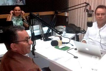 Prefeito Djalma Alves durante entrevista na Rádio Cidade FM – Foto: Divulgação
