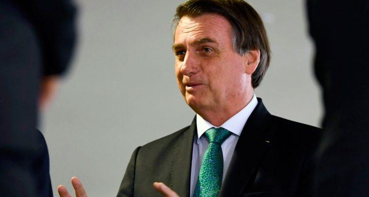 Cocozinho petrificado de índio barra licenciamento de obras, diz Bolsonaro